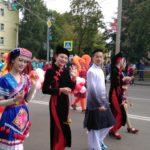 Театральное шествие «Из-за кулис по Крестовой улице»